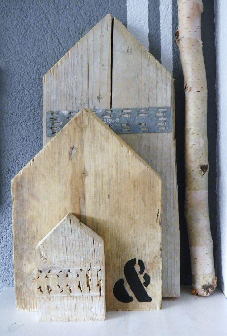 Kleine details in je huis maken het nog gezelliger. Zie deze houten huisjes gemaakt van steigerhout