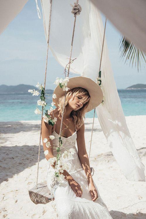 La robe de mariée Canyon Moon de Spell dentelle blanche gypset australie http://www.vogue.fr/mariage/adresses/diaporama/spell-dvoile-sa-premire-collection-de-robes-de-marie/22223#la-robe-de-marie-canyon-moon-de-spell