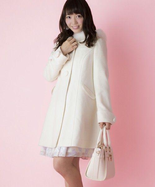 女子大学生のファッションあるある3 お人形シルエットのコート
