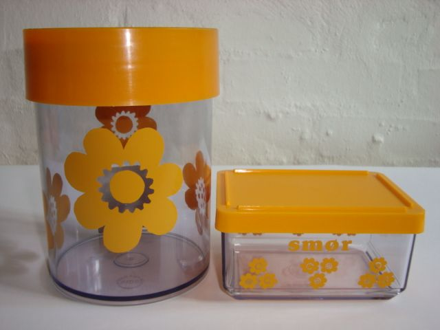 Erik Kold Plast Danish design retro tins from the 60s and 70s. #erikkold #plastic #tins #60s #70s #plast #plastik #dåser #danishdesign #retro #kitchenware #sælges #tilsalg #forsale on www.TRENDYenser.com.