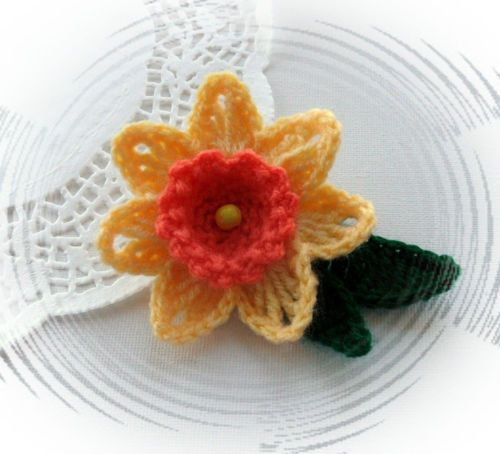 Knitted Daffodil Brooch Pattern : 78 best images about crochet flowers and butterflies on Pinterest Brooches,...