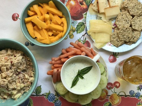 easy meal idea, tuna with apples, herb dip