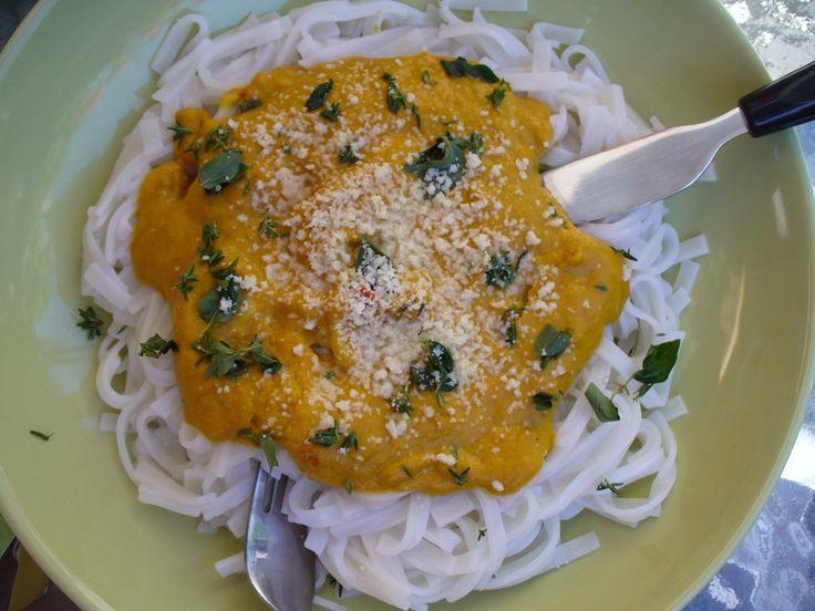 Jak uvařit dýňovo-sýrovou omáčku na těstoviny | recept
