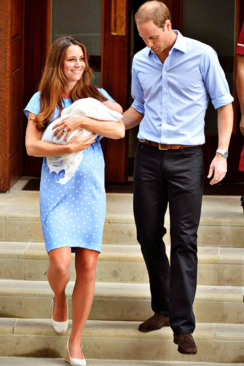I absolutely love that Kate wore a blue dress with white polka dots just like the princess of whales did...she has done a wonderful job of including touches of Williams mother in every aspect of their marriage...