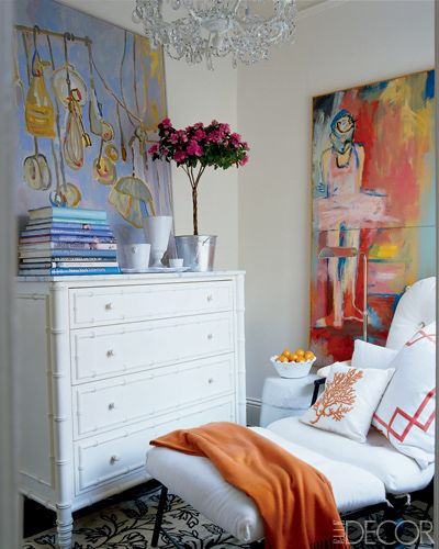 Sitting area with white furnishings and oversized art