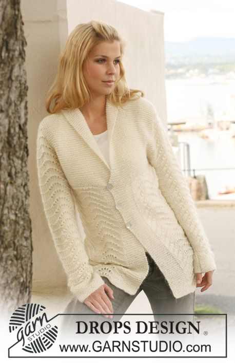 Knitted DROPS jacket with wavy pattern and collar in Alpaca and Vivaldi.