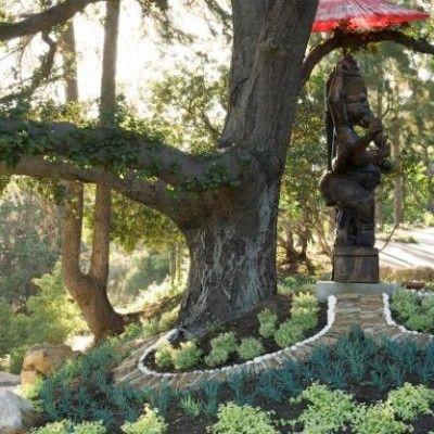 Architektka krajobrazu Heather Lenkin wierzy, że można prowadzić zrównoważone życie w zgodzie z naturą. Swoją filozofię życiową odzwierciedliła w ogrodzie na wzgórzu w kalifornijskiej Pasadenie. Inspiracją do stworzenia ogrodu była kultura Indian.  http://www.sztuka-krajobrazu.pl/126/slajdy/projekt-ogrodu-barwy-i-faktury