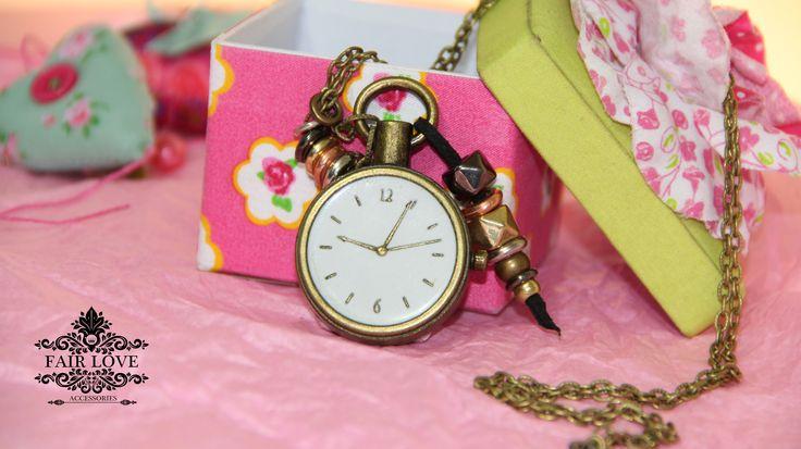 Collar dibujo de reloj