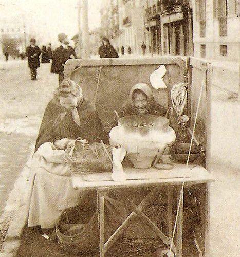 Las castañeras.  Año1901 Madrid                                                                                                                                                                                 Más
