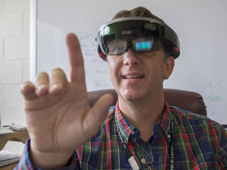 Oct. 11, 2016 NASA Langley Aims to Get a Jump on Virtual Reality Growth NASA Langley Research Center information technology specialist Ed McLarney demonstrates working in virtual reality.