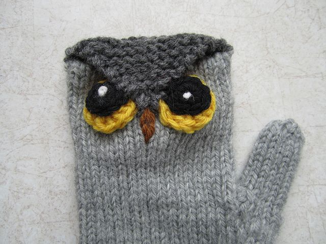 Owl Mittens Free Knitting Pattern - more free owl knitting patterns at http://intheloopknitting.com/6-free-owl-knitting-patterns/