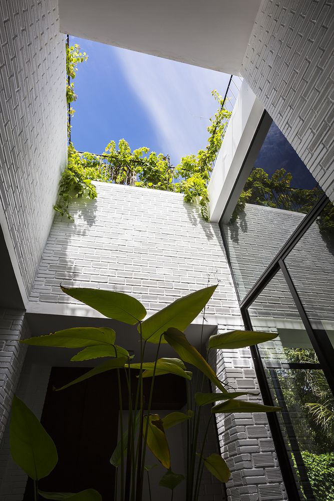 Gallery of A House in Nha Trang / Vo Trong Nghia Architects + ICADA - 5