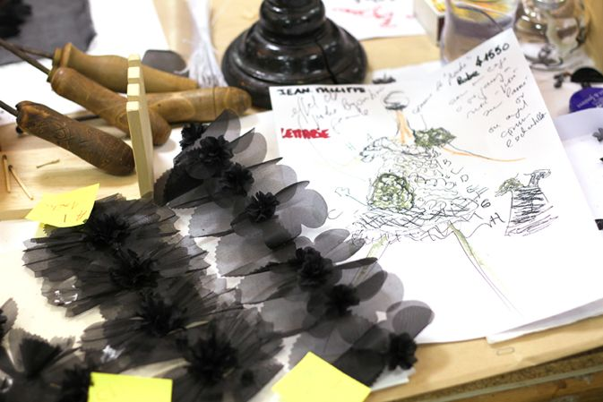 """HAND-MADE"" FEATHER-CRAFTSMAN LEMARIÉ – Chanel News - Fashion news and behind the scene features"