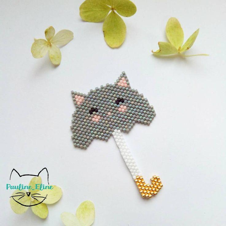 Une broche de saison... Quoique, avec le vent, ça me parait difficile d'utiliser un parapluie... Ou un chat-rapluie? …