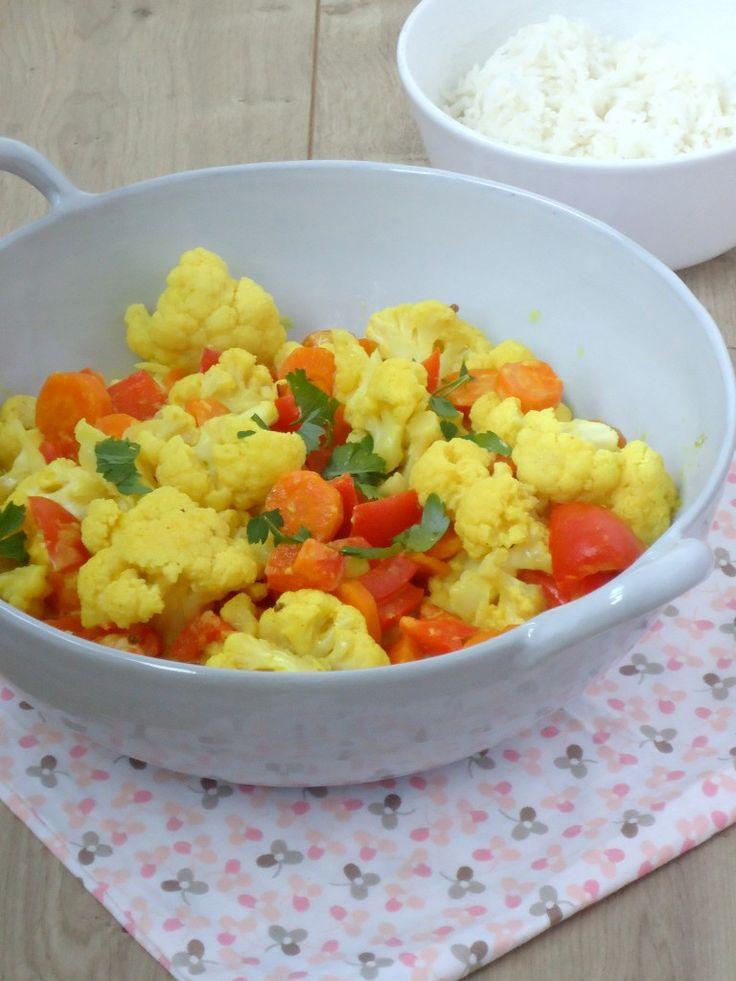Lekker recept voor een vegetarische bloemkoolcurry, lekker, simpel en gezond.