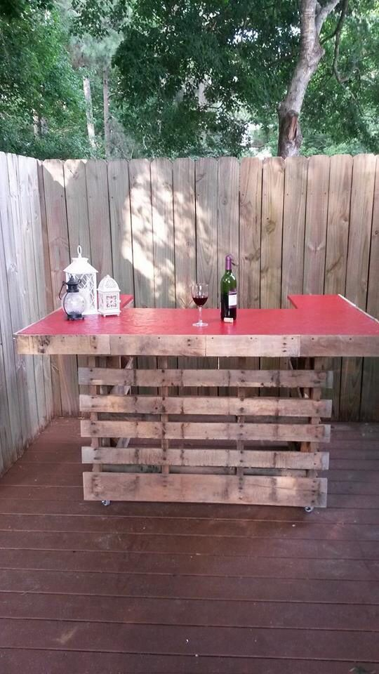 Outside Bar Made From Wooden Pallets Made In A Weekend