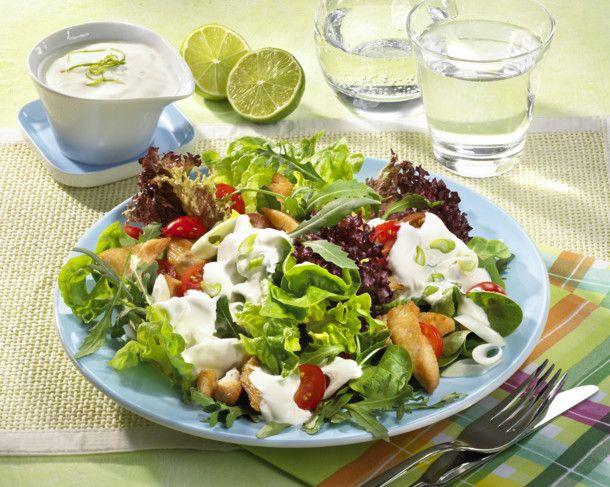 Unser beliebtes Rezept für Bunter Salat mit Putenstreifen und Joghurt-Limetten-Soße und mehr als 55.000 weitere kostenlose Rezepte auf LECKER.de.