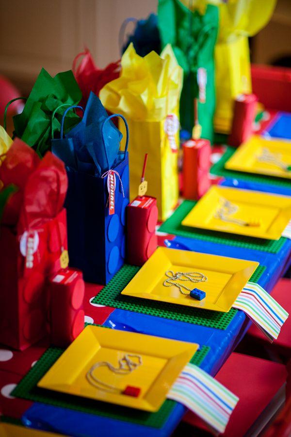 Rot, blau, gelb, (grün): Bei der Legoparty sehen die Primärfarben einfach super aus. Viele Farbkombinationen sind möglich.