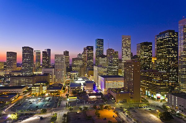 Houston Skyline at dusk. Houston is de fourth largest city in de USA._ Texas, USA