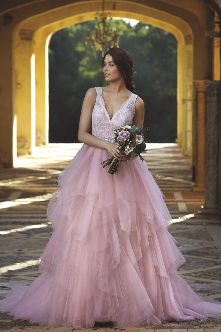 iamnotreallyintofashion:  Mia Solano   Such a romantic bride!