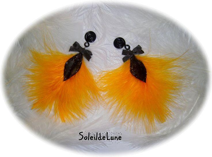 Grandes boucles d'oreilles noeud et plumes orange clair et noir sur clips style gothique : Boucles d'oreille par soleildelune-bijoux-mariage
