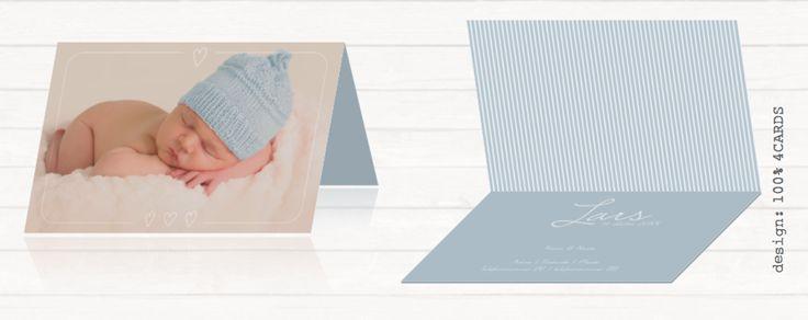 Lief geboortekaartje voor ene jongen #simpel en #lief #geboortekaartje met een #eigen #foto, een #kader en #hartjes. Met een #lichtblauwe achtergrond en #streeppatroon. Alle kaarten zijn aan te passen in onze tool.  #LiefGeboortekaartje #GeboortekaartjeFoto #EigenFoto