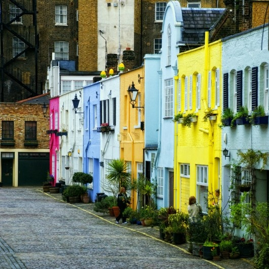 I don't remember painted house streets like this in London, guess I need to go back and look again. ;)