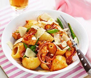 Arrabbiata med kyckling och sockerärtor (Minska kycklingen alt. addera pasta. Arrabbiata kan ersättas med tomatpesto och cayennepeppar.)