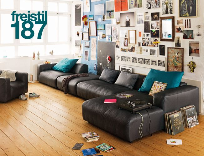 I could so hang out in this room. Diggin the wall - but i'd prefer the giganto comfy sofa to not be leather.