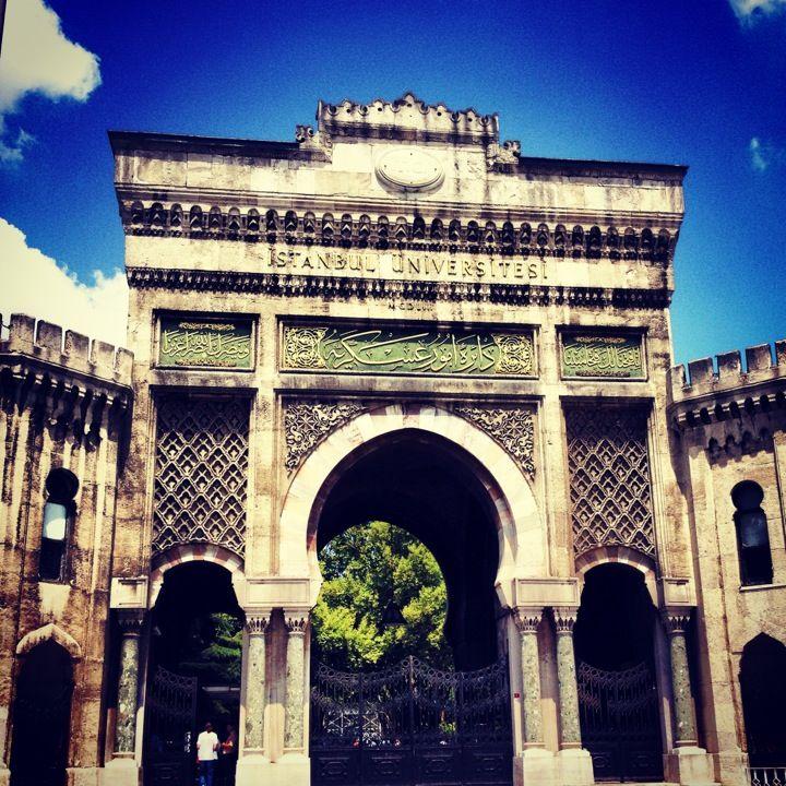 İstanbul Üniversitesi Tarihi Giriş Kapısı