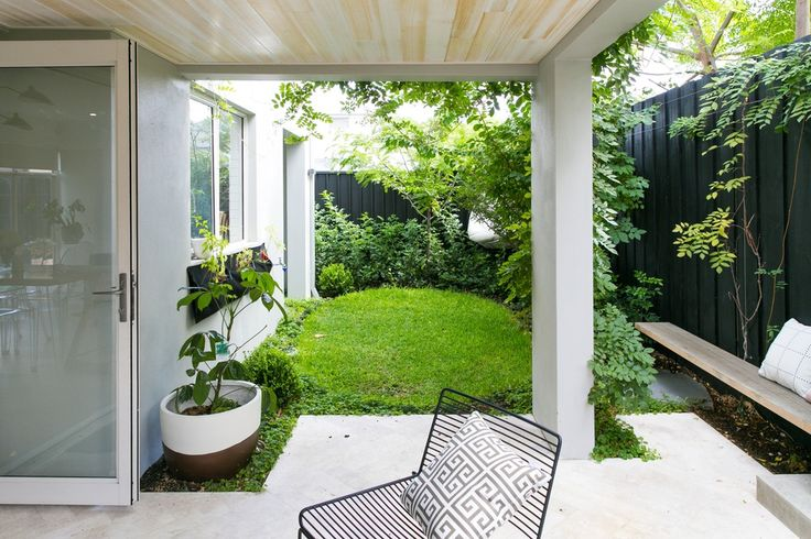 Being on the back of the block meant that they didn't have much space in which to play with, so they engaged both a local builder to build the home, and Landscape Designer Mon Palmer to design the exterior spaces—fully utilizing every inch they had available to them.