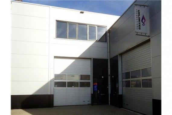 Opzoek naar leuke bedrijfsruimte in Breda? Dan is wellicht dit uw pand! Het object is voorzien van een overhead deur! Ideaal voor laden en lossen    #bedrijfsruimte #bedrijfspand #Breda #multifunctioneel #pand #huren #MKB #ondernemers #huurprijs #vastgoed #Noord #Brabant  #TeHuur #duurzaambouwen #leegstand