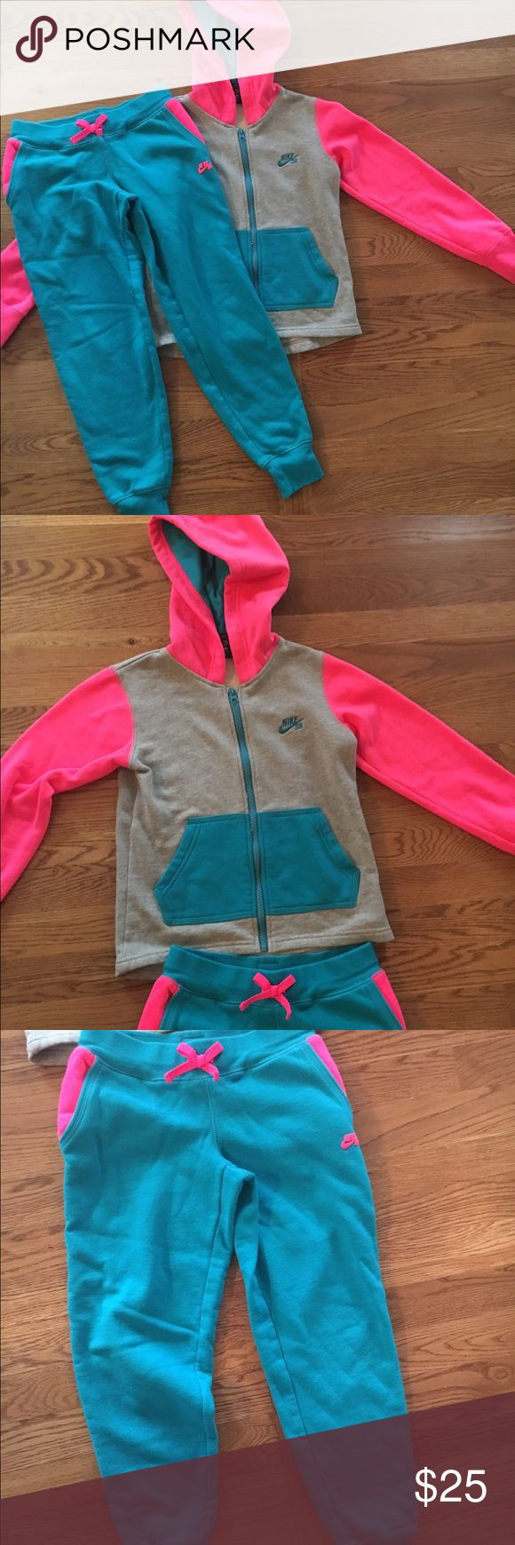 Girls Nike Sweat Suit Plush cotton sweatsuit from Nike purchased at Nordstrom. Excellent used condition. Size 8/10. Funny and comfy! Nike Matching Sets