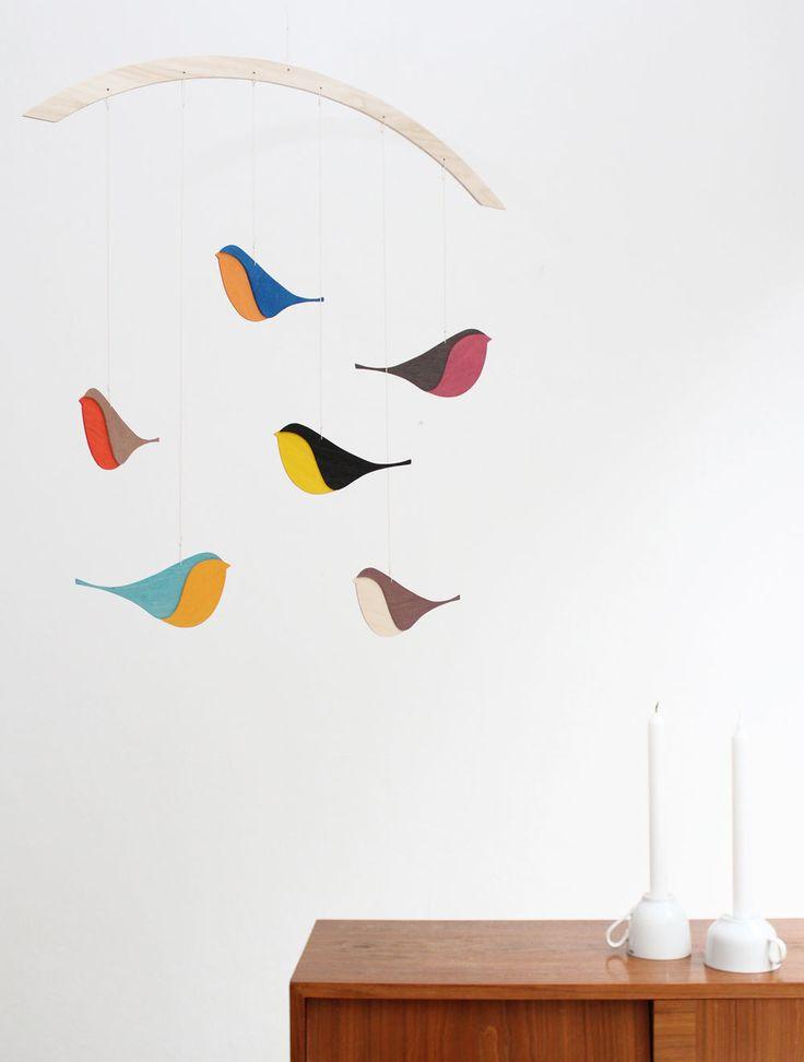 holz mobile snug songbirds baby mobiles birds and bird. Black Bedroom Furniture Sets. Home Design Ideas
