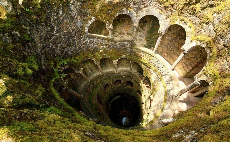 Sintra,Portekiz'in başkenti Lizbon'dan sadece 23 km uzaklıkta bulunan Sintra kenti, tarihi kaleleri ve egzotik bahçeleriyle ünlüdür.