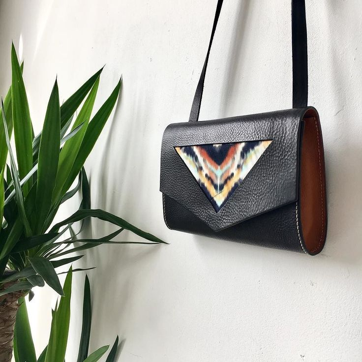 Introducing the new limited edition Explorer Shoulder Bag - add a splash of tribal colour to your late summer wardrobe! Available via the shop link in bio #newcomer #leatherbag #summerstyle #summerfashion #tribal #burntorange #madeinlondon #madeinengland #leathercraft #carv