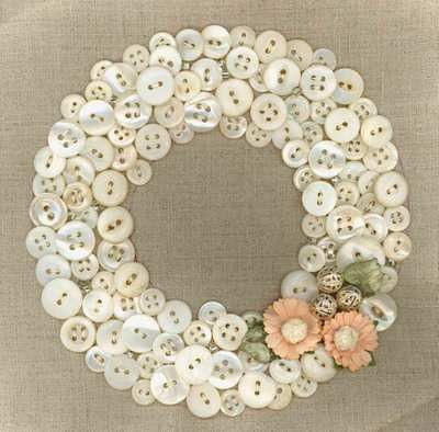 White Button Wreath w/Flowers
