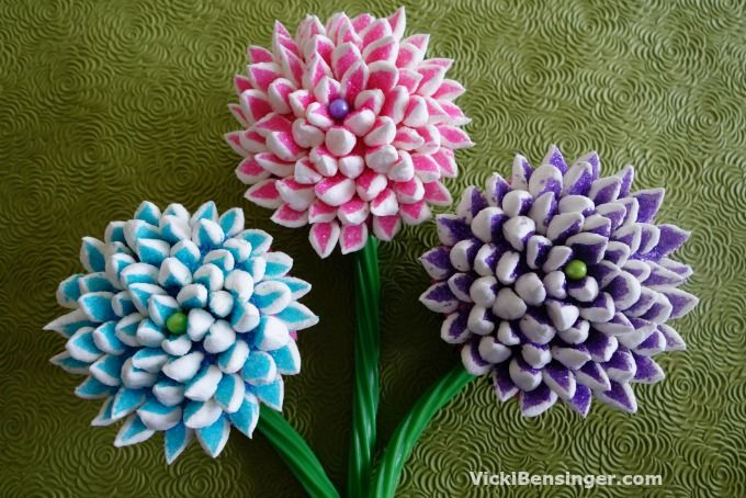 This Mother's Day don't buy flowers, create a Mum Cupcake Bouquet. Watch my video to learn how