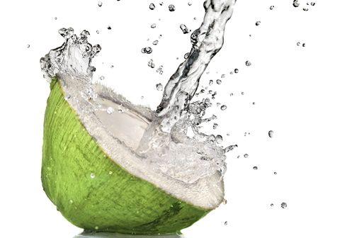 La migliore bibita naturale per sportivi? L'acqua di cocco
