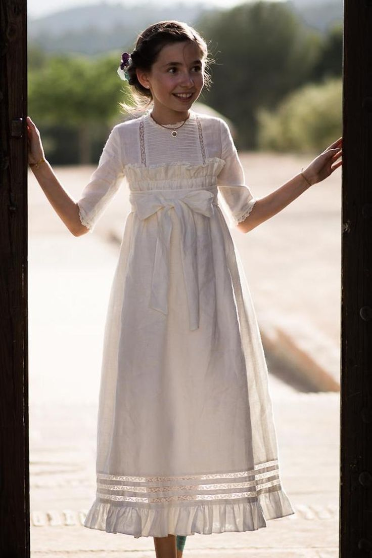 Carlota es hija de Amelia, la creadora de lola y el caracol verde. En el post de hoy, y con fotos se su madre, podemos ver lo bonita que fue su comunion