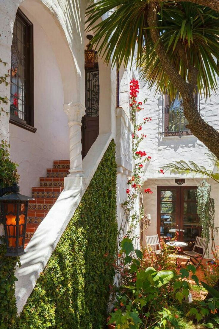 51 best images about mediterranean style on pinterest for Spanish courtyard ideas