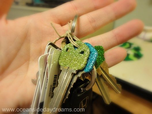 Sparkle Sparkle! Anything with glitter is a go in my book! DYI glitter keys. By: Oceanside Day Dreams