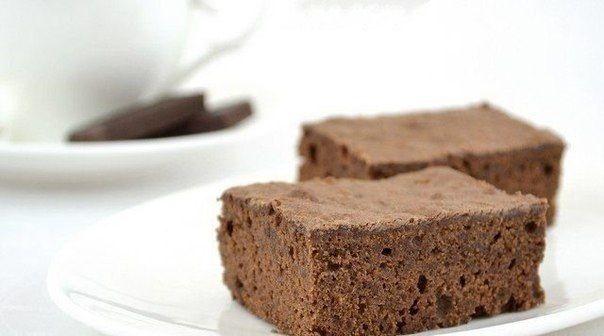 Брауни  Нежное шоколадное пирожное.  Ингредиенты:  200 г черного шоколада (у меня 56%) 180 г сахара 150 г муки 150 г масла 4 яйца 1 ч.л. ванильного сахара 1⁄2 ч.л. разрыхлителя щепотка соли  Брауни (от анг. brown — «коричневый») – это пирожное насыщенного шоколадного вкуса, подается плоскими прямоугольными кусочками. Вариантов приготовления таких пирожных довольно много. По желанию в состав можно добавлять грецкие орехи, малину, вишню, поливать шоколадной глазурью сверху. Хотя, на мой…