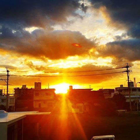【2011simple】さんのInstagramをピンしています。 《おはようございます‼ 自宅から見た朝陽♪ 本日も朝から良い天気❗ 皆さん、今日も1日ファイトでーす✨  simple marine service初のハートのフレーム💗 沢山の方に喜んで頂き大変、好評です♪ 皆さんも沖縄の思い出にどうですか❓ ✨✨✨✨✨✨✨✨✨✨✨✨✨✨✨✨✨✨✨✨✨ 冬季限定体験ダイビング格安ツアー始まりました‼ 詳しくはホームページまで❗ http://simple2011.okinawa/  この冬はsimpleで体験ダイビングしましょう✌ ✨✨✨✨✨✨✨✨✨✨✨✨✨✨✨ ✨✨✨✨✨✨ simpleツアーでは大人気アクションカメラのgoprohero4で撮影することが多いです‼ 画質も良い、超広角レンズです✨ 沖縄の思い出写真を参加者に無料でプレゼントしてます‼  インスタを見て予約してくれるお客様。 Facebookを見て予約してくれるお客様。 ブログを見て予約してくれるお客様。  本当に感謝です♪ お手数ですが予約の際に、何を見た!って伝えて頂けると予約もスムーズに行えます‼…