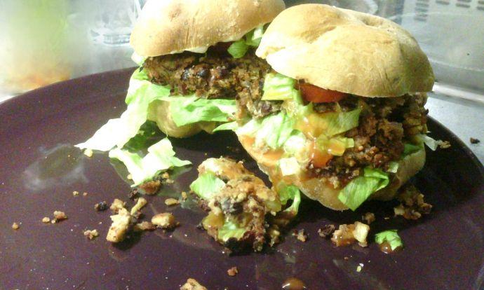 Vegeburgery s domácími houskami i majonézou