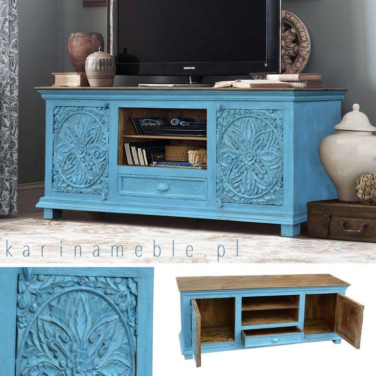 Ta wyjątkowa szafka rtv ma nie tylko zachwycające rzeźbione ornamenty ale również oryginalną, niebieską kolorystykę podkreśloną dodatkowo przez spękaną fakturę farby. Całość tworzy niezwykły, egzotyczny meble który może być piękną ozdobą Twojego salonu. Szafka jest rzeźbiona ręcznie. Idealne pasują do meble orientalne, meble indyjskie, meble drewniane.