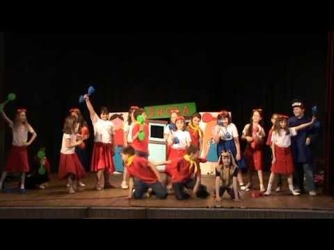 10 Mach a Šebestová, taneční a pohybové vystoupení   3  třída