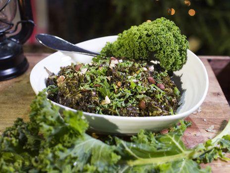 Långkål är ett gott inslag på julbordet. Grönkål kokas i skinkspad för att sedan blir krämig av grädde.