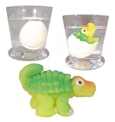 ¿Conoces ya el huevo mágico de dinosaurio? Se trata de un curioso huevo de dinosaurio que tienes que poner a remojo durante  48 horas. Poco a poco irá creciendo dentro el dinosaurio hasta que sea tan grande que rompa la cáscara. Ya ver