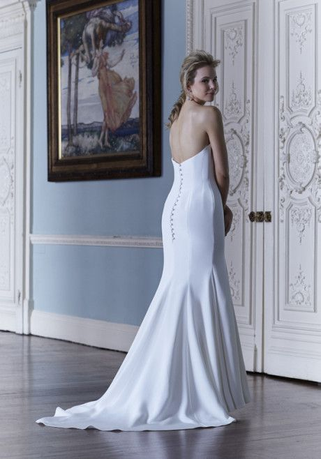 Si Holford Oonagh Is A Perfect Example Of How Can Create The Most Simple Yet Stunning Bridal Gown An Elegant Strapless In